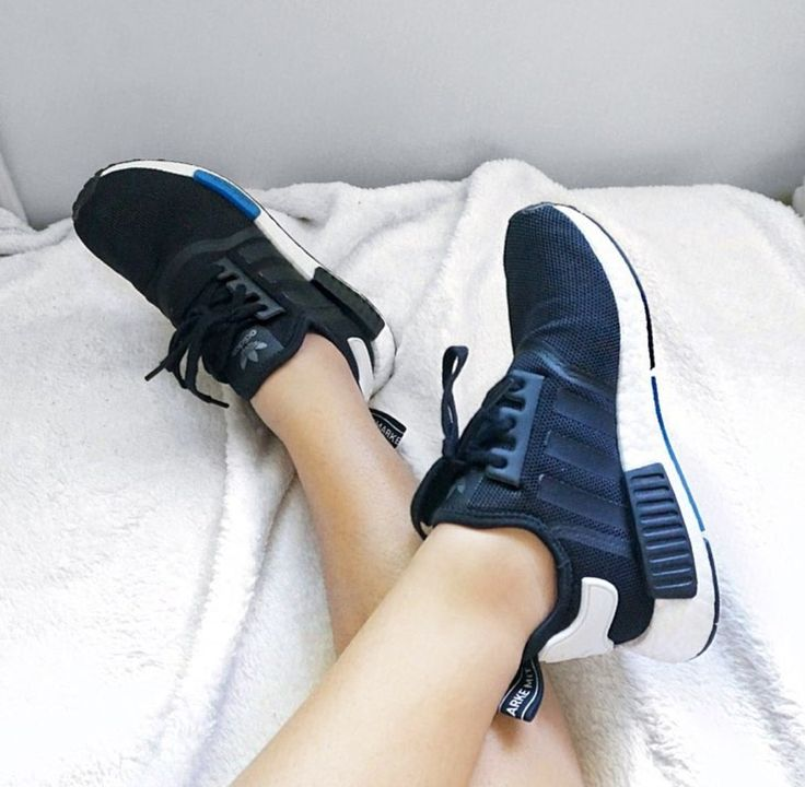 adidas Originals NMD in dark blue / dark blue // Photo: yourstrulyjen | Instagram   – Adidas Sneaker ♥ Sneakerparadies