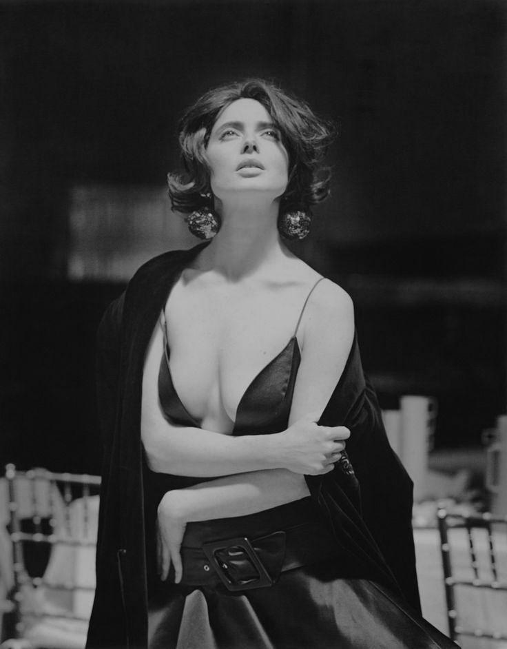 "noolvidensusobjetospersonales: "" Isabella Rossellini by Steven Meisel. Vogue, 1989 "" …37-year-old goddess"