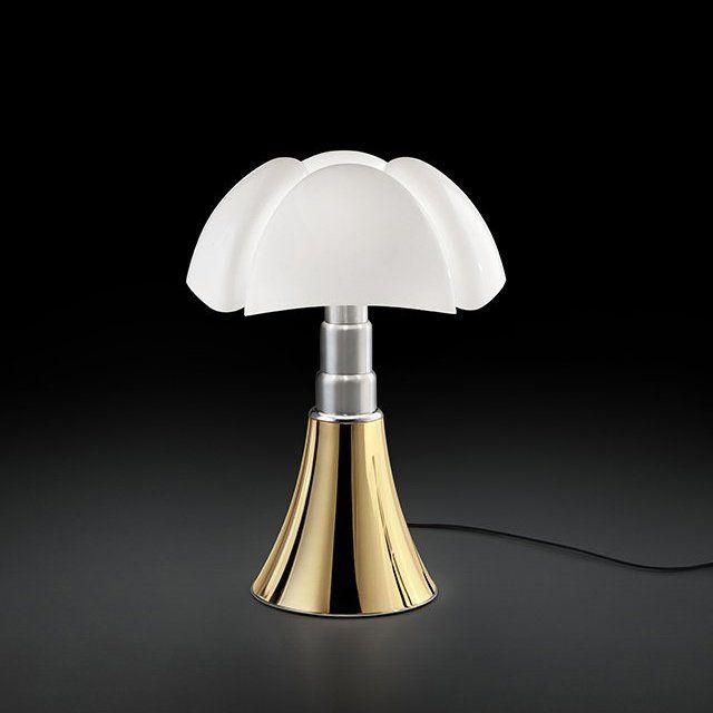 Lampe Pipistrello de Gae Aulenti avec pied de lampe couleur Or - Martinelli Luce - Marie Claire Maison