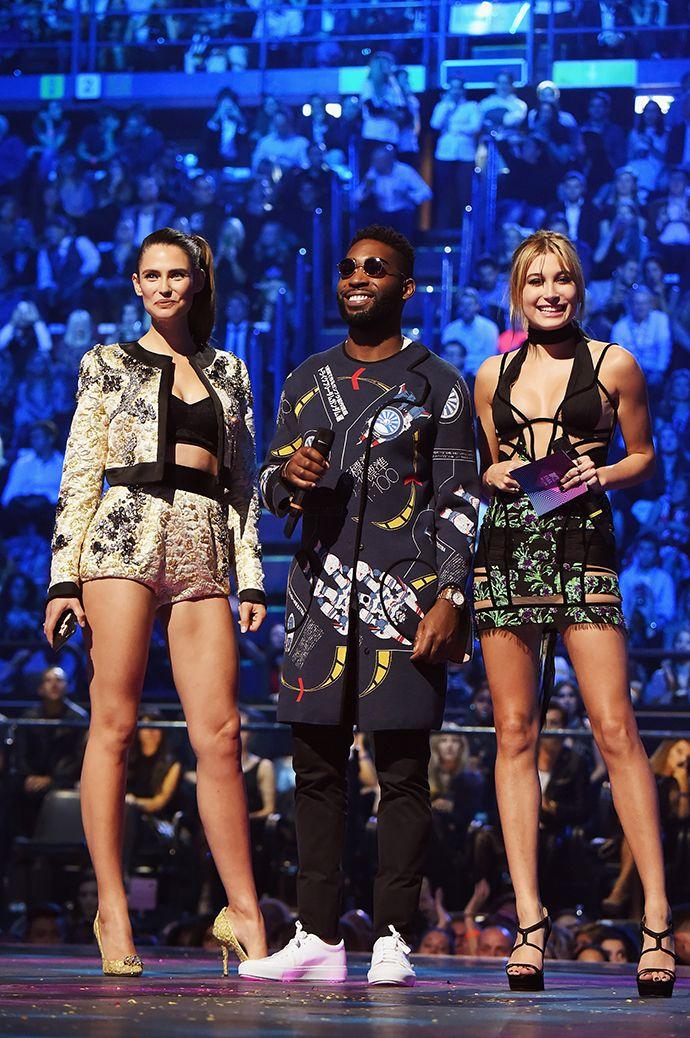 MTV Europe Music Awards 2015: самые яркие моменты церемонии - http://russiatoday.eu/mtv-europe-music-awards-2015-samye-yarkie-momenty-tseremonii/ Красная дорожка и победители премииСегодня ночью в Милане канал MTV традиционно подводил музыкальные итоги года, вручая награды лучшим деятелям сцены. Гостей торжестве