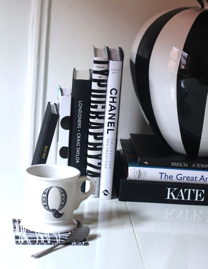 black-and-white-coffee-table-books-best-fashion-coffee-table-books-best-coffe-table-books-coffe-table-books-fashion-coffee-table-books-black-white-coffee-table-books-black-white-books-coffee-table-books-chanel-book-kate-moss-book-Untitled-14