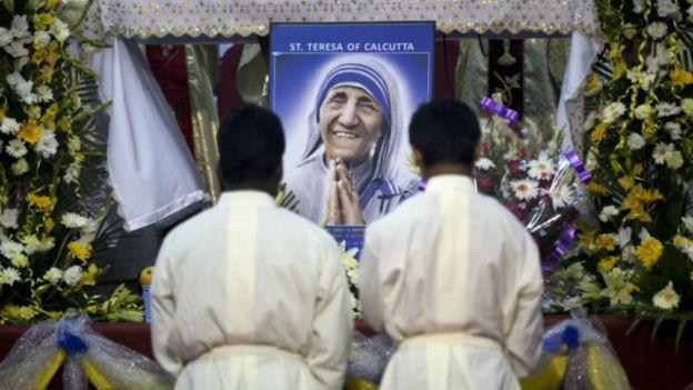 bunda Teresa dari Calcuta, dinobatkan sebagai 0rang Kudus oleh Paus Fransiskus pada Minggu, 4 September 2016 di Roma