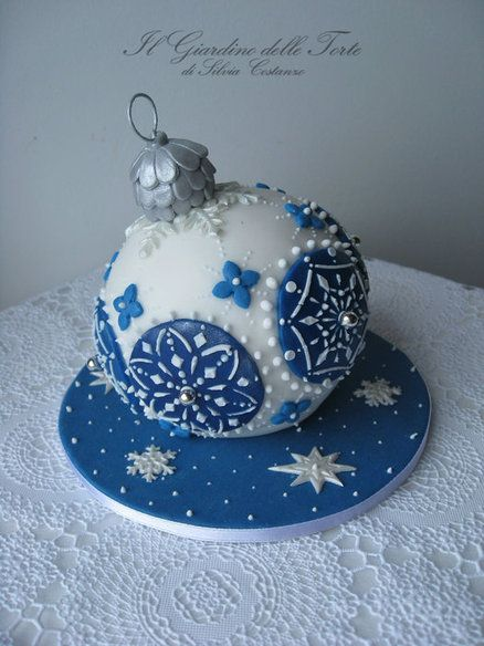 #KatieSheaDesign ♡❤ ❥ Christmas bauble cake