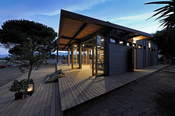 Beach restaurant in Schinias, Marathon, Greece by architect Pavlos Aravantinos