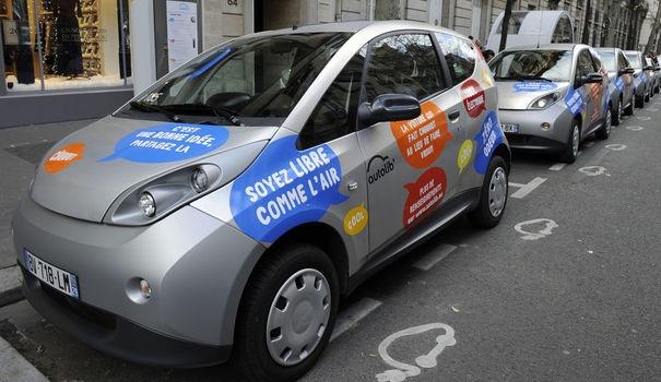 AUTOLIB'. Les Bluecars seraient encore trop peu utilisés, affirme le CLCV. REUTERS/Gonzalo Fuentes