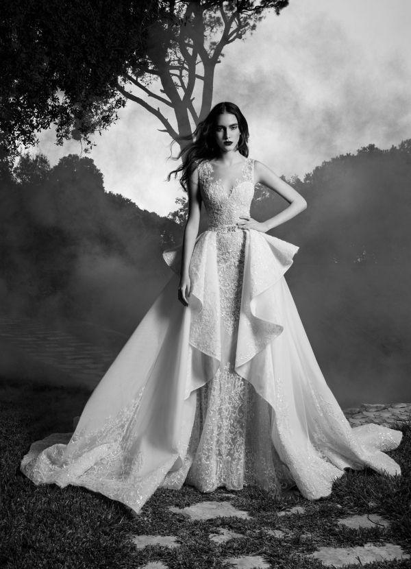 Imagen 104 Theodora: Traje de novia entallado con sobre falda con pliegues estructurados | HISPABODAS
