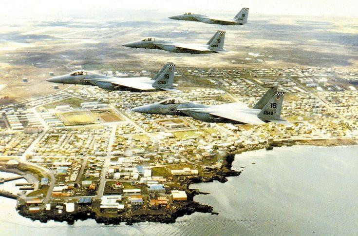 USA:n F-15 Eagle -hävittäjiä Islannin ilmatilassa vuonna 2006. Samanlaisia on tulossa toukokuussa Suomeen.