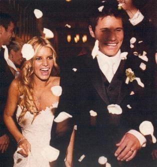 Jessica Simpson & Nick Lachey (October 26, 2002) Gown: Vera Wang | Location: Austin, Texas