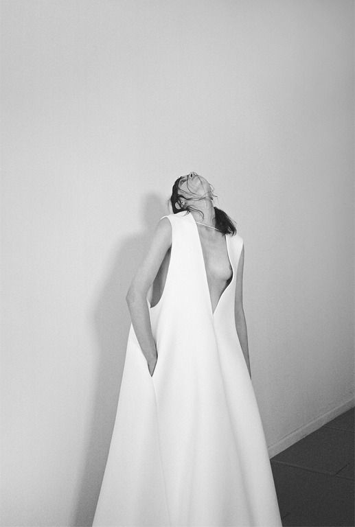 Minimal white dress; chic minimalist fashion photography // Ph. Hart Leshkina