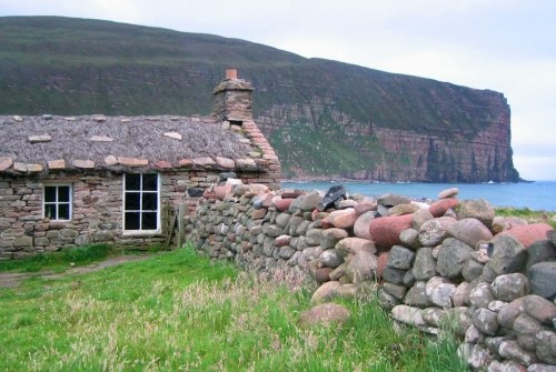 Rackwick bothy, Hoy, Orkney http://play2survive.wordpress.com/2008/07/12/camping-in-scotland-rackwick-on-hoy-is-a-real-treat/