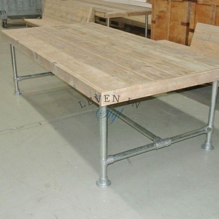 industriele tafel van sloophout steigerhout met stalen