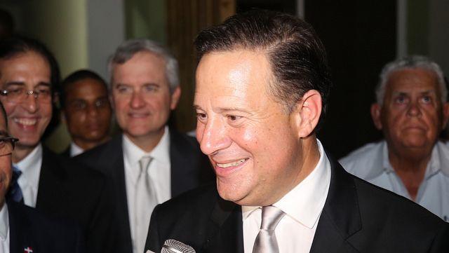 El presidente de Panamá, Juan Carlos Varela, suspendió de sus funciones a la viceministra de Desarrollo Social, Zulema Sucre, hasta que concluyan las investigaciones en su contra por presuntamente obligar a sus escoltas a pasear a su perro Ciudad de Panamá, Panamá | AFP | El presid