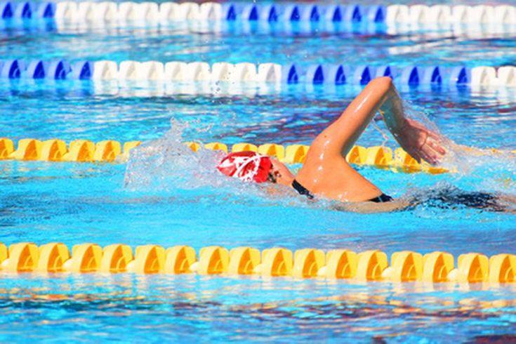 ¡Cuáles son los beneficios del uso de una Kickboard al nadar?. Sin importar si eres un nadador novato o el compañero de entrenamiento del atleta olímpico Michael Phelps, el uso de una kickboard (tabla de flotación) puede ayudarte a mejorar tu entrenamiento. Junto a las aletas de natación, los ...