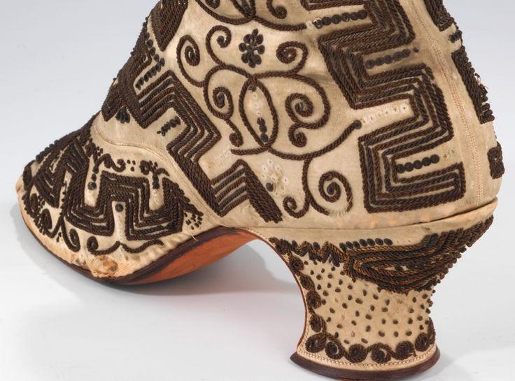 Beautiful beaded shoesShoes Mani, Beads Shoes, Lace Shoes, Antiques Fashion
