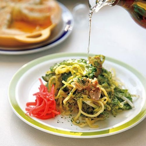 ゴーヤと中華蒸しめんを炒めた手早くおいしい簡単レシピ◎