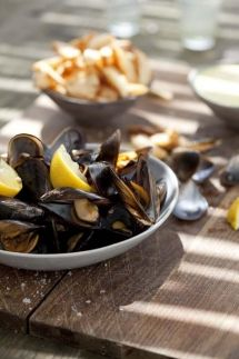 fresh mussels, chips and homemade mayonnaise