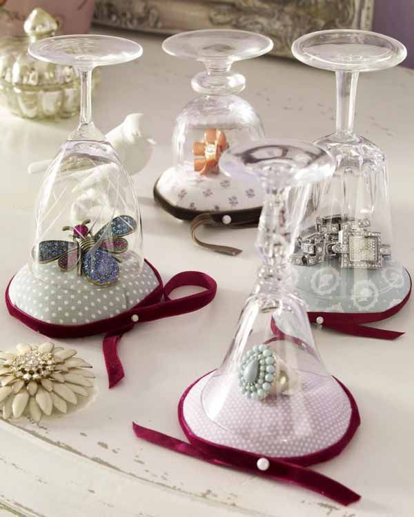 Micro-mini Jewel Cloches ~ Bling Under Glass, for showcasing special pieces (with a little modification). - via diy-enthusiasts