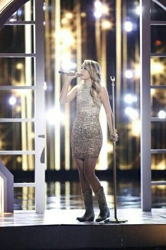 Emily  Ann Roberts ,  top 10 of The Voice .
