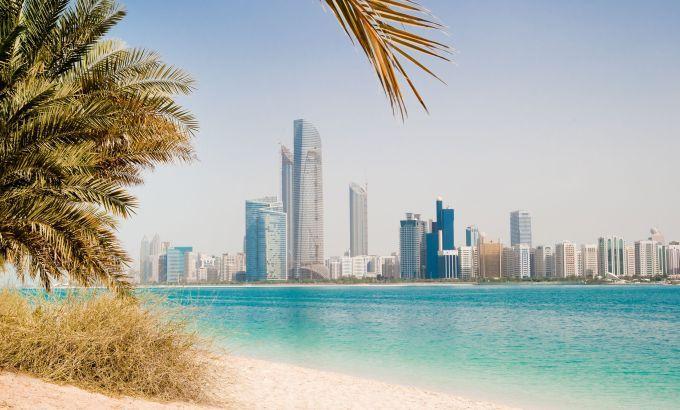 Dubai, wellicht de meest magische stad van het Oosten en momenteel helemaal hot. Dubai biedt veel meer dan alleen winkels. De parelwitte zandstranden maken de stad een uitstekende zonbestemming!