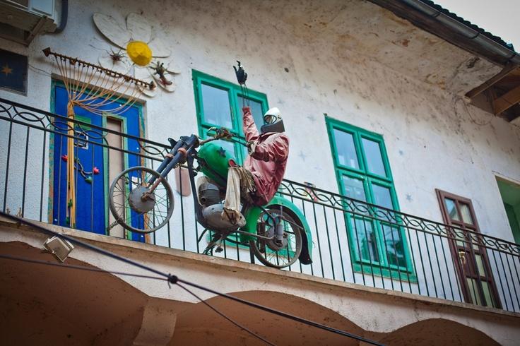 Installazioni molto artistiche. Viste a Novi Sad, in Serbia