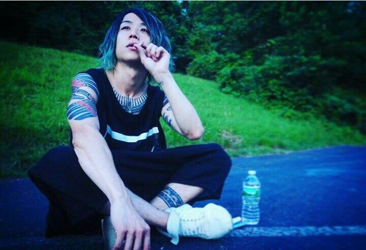 Tomoya from ONE OK ROCK taking a break after a show. Taken from his instagram @/tomo_10969