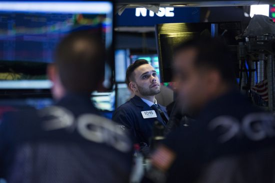 NEW YORK (AP)  The stock market closed sharply lower extending a weeklong slide as the Dow Jones industrial average plunged more than 600 points.  Stocks ended their worst week in two years Friday and the Dows drop was its biggest in percentage terms since June 2016.  (Photo by Drew Angerer/Getty Images)  Several giant U.S. companies dropped after reporting weak earnings including Exxon Mobil and Alphabet. Apple and Chevron also fell.  Bond yields rose sharply after the government reported…
