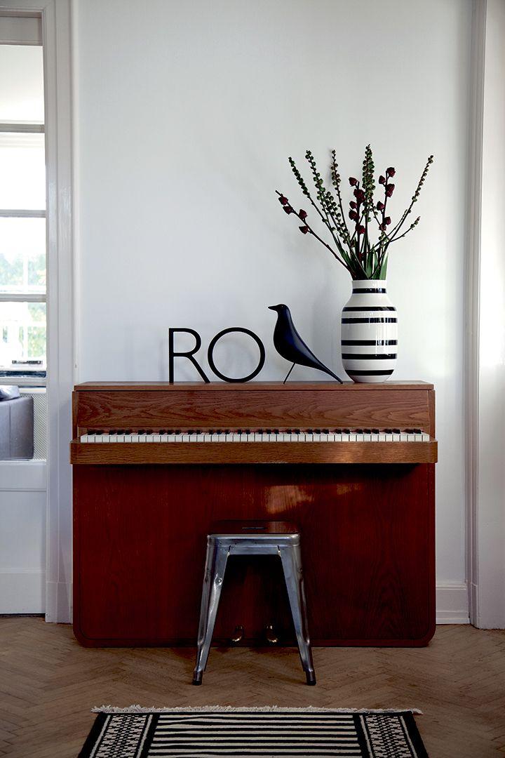 die besten 25 kleines klavier ideen auf pinterest wei es klavier wei e und goldene tapete. Black Bedroom Furniture Sets. Home Design Ideas