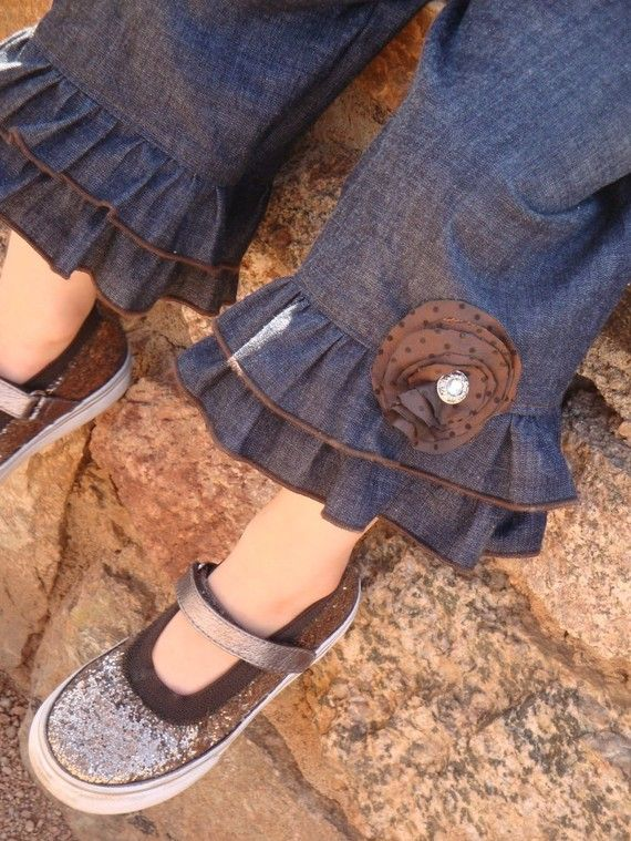 More denim ruffle capris - love the little vintage pin here.