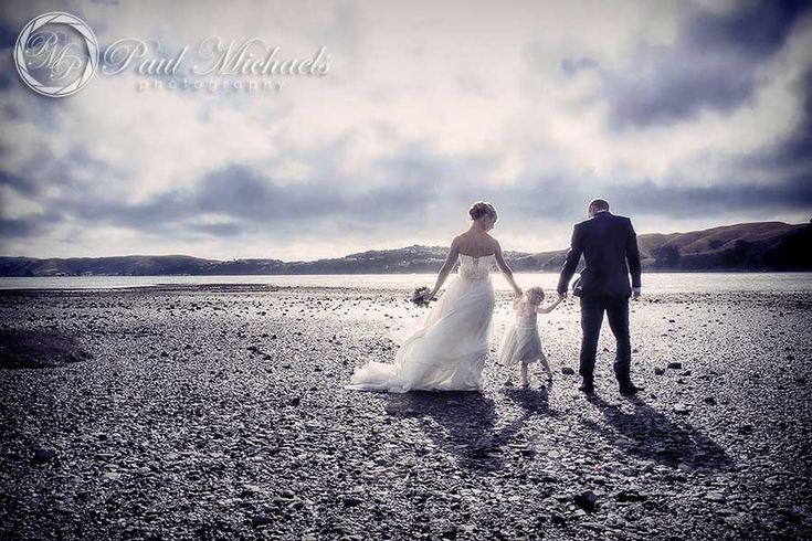 Wedding photos at Pauatahanui inlet. New Zealand #wedding #photography. PaulMichaels of Wellington www.paulmichaels.co.nz