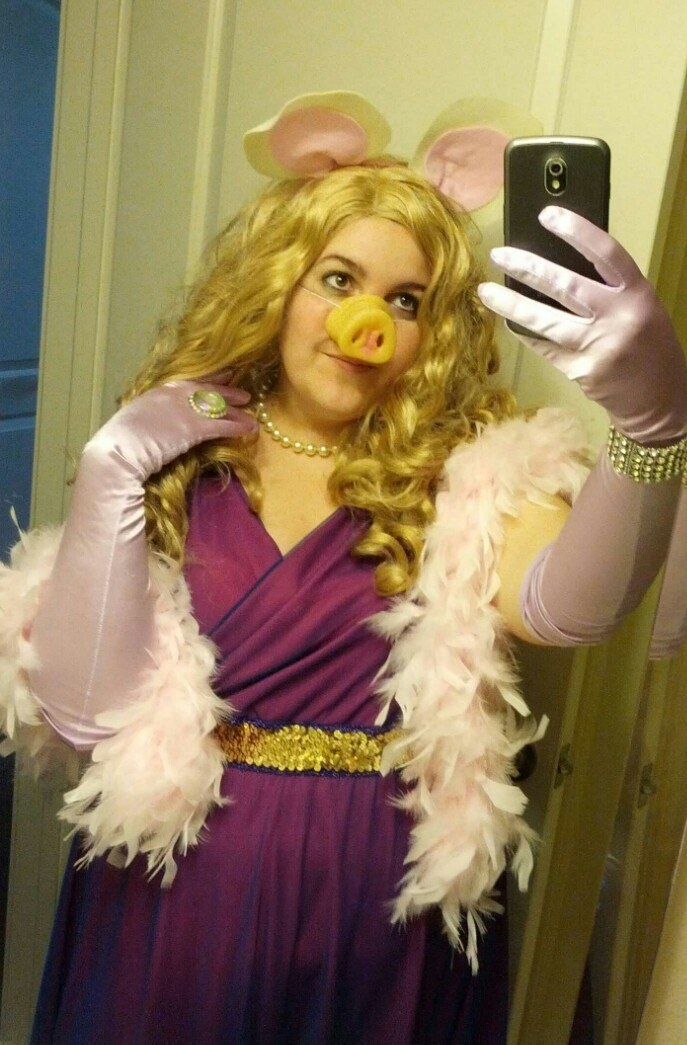 Miss Piggy DIY Costume, finally a costume I could pull off