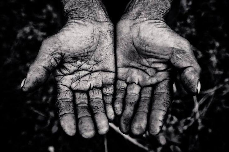 «Ροζιασμένα χέρια», φιλοξενούνται στις «120 λέξεις» και μπορείτε να το διαβάσετε εδώ: http://ow.ly/G7pwg  [Φωτογραφία δημοσίευσης από: aaronjoelsantos.com]