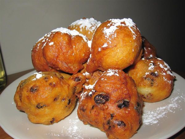 Oliebollen (Dutch dough balls fried in oil) (1) From: Dutch Food (2) Webpage has a Pinterest Share Button