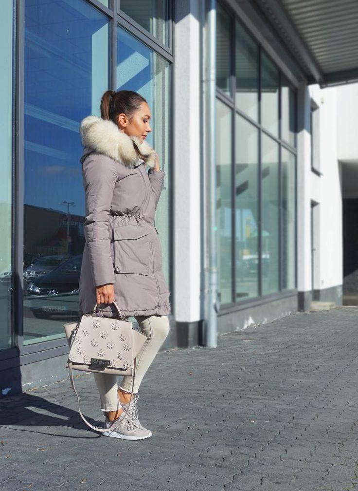 Outfit Woolrich Jacke, Adidas Sneaker, Alles in beige