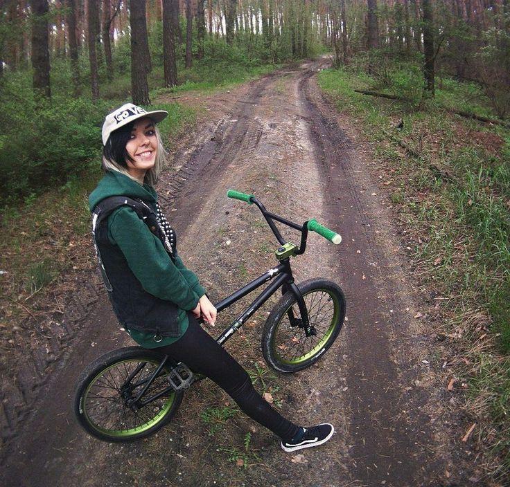 "570 Me gusta, 4 comentarios - Christina Chaos (@chaos_christina) en Instagram: ""#fun #happy #forest #russia #bmx #street #smile"""