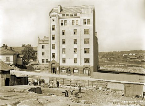Signe Brander: Kuvattu Pengerkadun (nykyinen Kinaporinkatu) tontilta länsiluoteeseen. 1911.