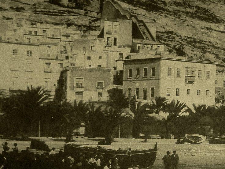 Paseo de Ramiro. De frente a la derecha se puede ver la casa de los Luciáñez, hoy desaparecida