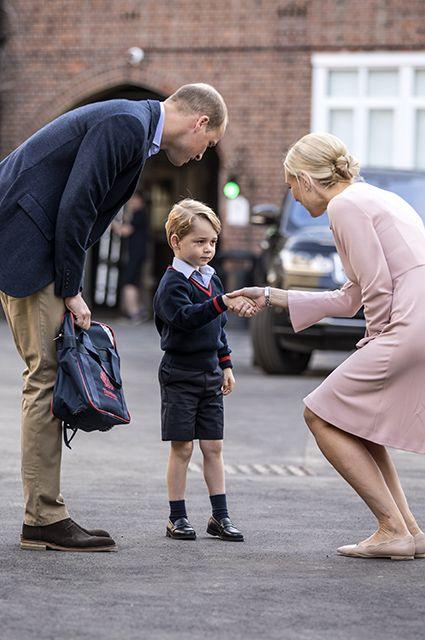 Принц Уильям, принц Джордж и директор школы Хелен Хаслем