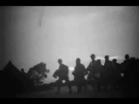 5 juin 1944. Reportage sur l'embarquement de parachutistes américains appartenant au 505th Parachute Infantry Regiment de la 82nd Airborne Division en début de soirée du 5 juin 1944 sur l'aérodrome de Spanhoe, quelques heures avant le saut au-dessus de la Normandie.