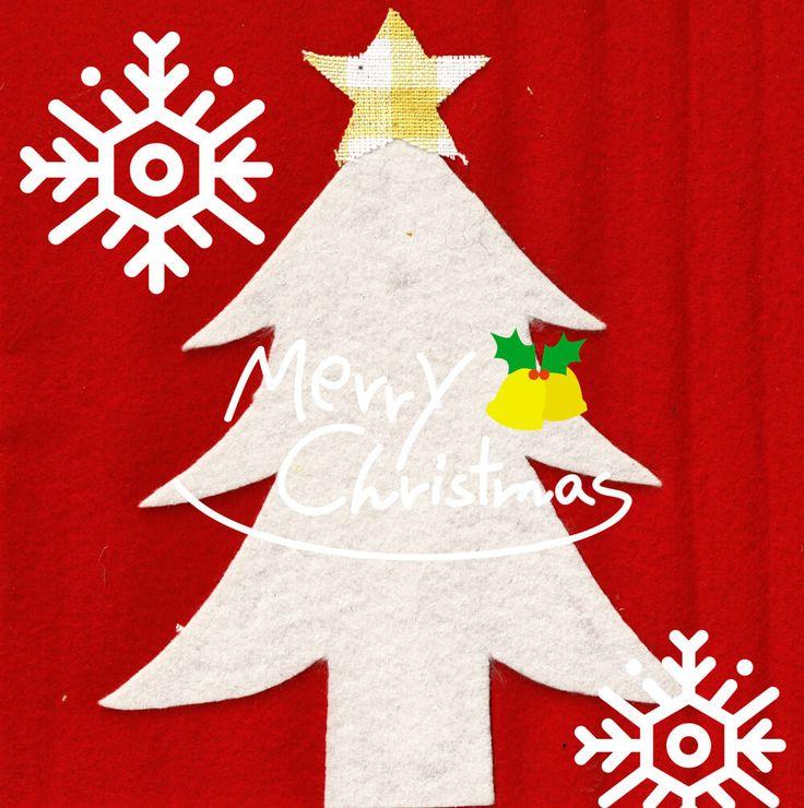 クリスマス物語 サンタクロースのイラストレーション 雪だるまの紙粘土クラフト クリスマスカード デザイン クリスマスの話を思いついたから、絵本にしてアップしようと思っていたら、なんだかんだとバタついてしまい、結局間に合わず少し前に描いていたイラストで完結することにした。 物語は来年かな。 見てくださっている方、いつもありがとうございます。 来年お楽しみに。 毎日歩いている道。 そこから見える景色はおんなじのようで、1年をかけて少しずつ、ゆっくりと変化をしている。 寒くなって、冷たい風が肌をさすときに、空を見上げてみると、澄んだ空の中で星がいつにも増して美しく綺麗に輝いている。 小学生のときに勉強して覚えていた星座がはっきりと見てとれる。 地上に目をやるとちらほらとイルミネーションが見えだす。 昔はクリスマスが近づいていくると、なんだかワクワクとしたものだが、最近というのは、そういった感じよりも厳かな、神聖な雰囲気を感じる。 一年の動きを振り返る時間の余裕はない。 年を越すまでに終わらせておかないといけないことがある。 なんと表現したら良いのだろうか、言葉で表現するのが難しい。…