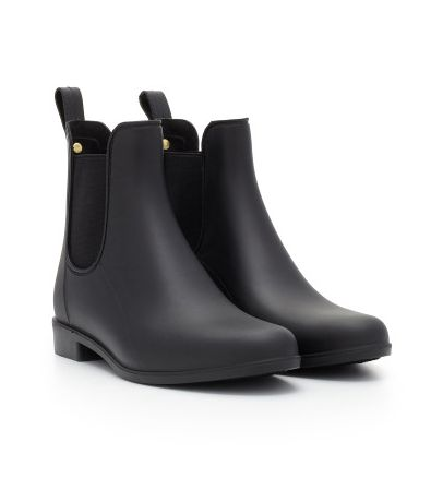 Time to brave the elements! Stay dry in style with Sam Edelman's classic rain boot in a sophisticated Chelsea boot silhouette. Cut from classic, waterproof rubber, the 'Tinsley' slips on and off, for