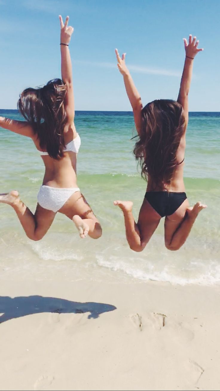 Best friend beach pictures