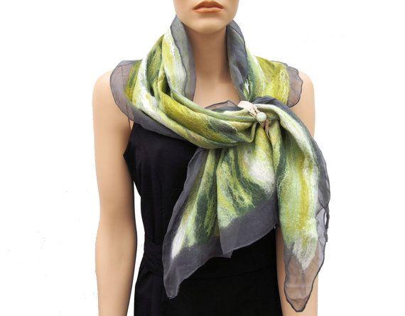 Handgemaakte sjaal groen antraciet chiffon zijde viltwerk