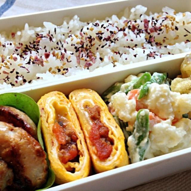 *鶏むね肉の塩麹漬け焼き *ミートソースとチーズ入り卵焼き *いんげん入りポテトサラダ *いも天(冷食)  残ったミートソースを巻きました☺ - 149件のもぐもぐ - 5月14日のお弁当 by azuki1112