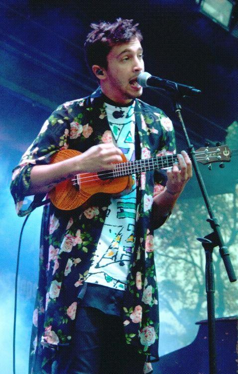tyler joseph of twenty one pilots with his ukulele chicago