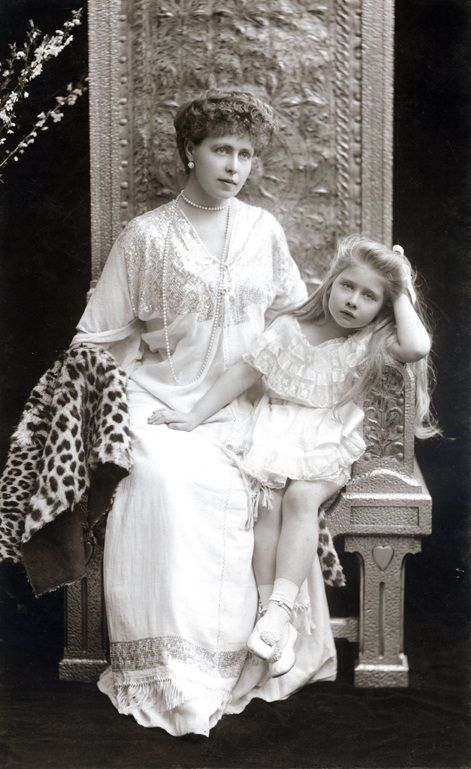 Queen Marie of Romania and her daughter Mignon