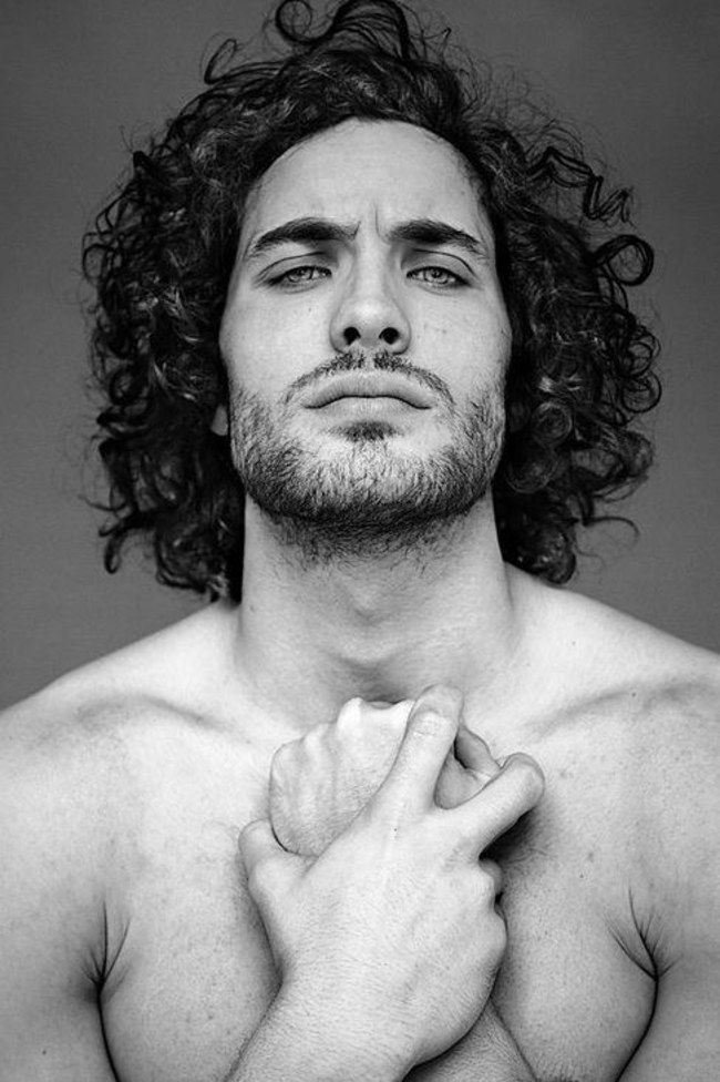 Tangles, texture and volume, you could say curly haired men have it all! Discover the top 50 best long curly hairstyles for men plus learn how to grow them. Hair And Beard Styles, Curly Hair Styles, Natural Hair Styles, Long Curly Hair Men, Updo Styles, Man With Long Hair, Guys With Curly Hair, Toni Mahfud, Haircuts For Men