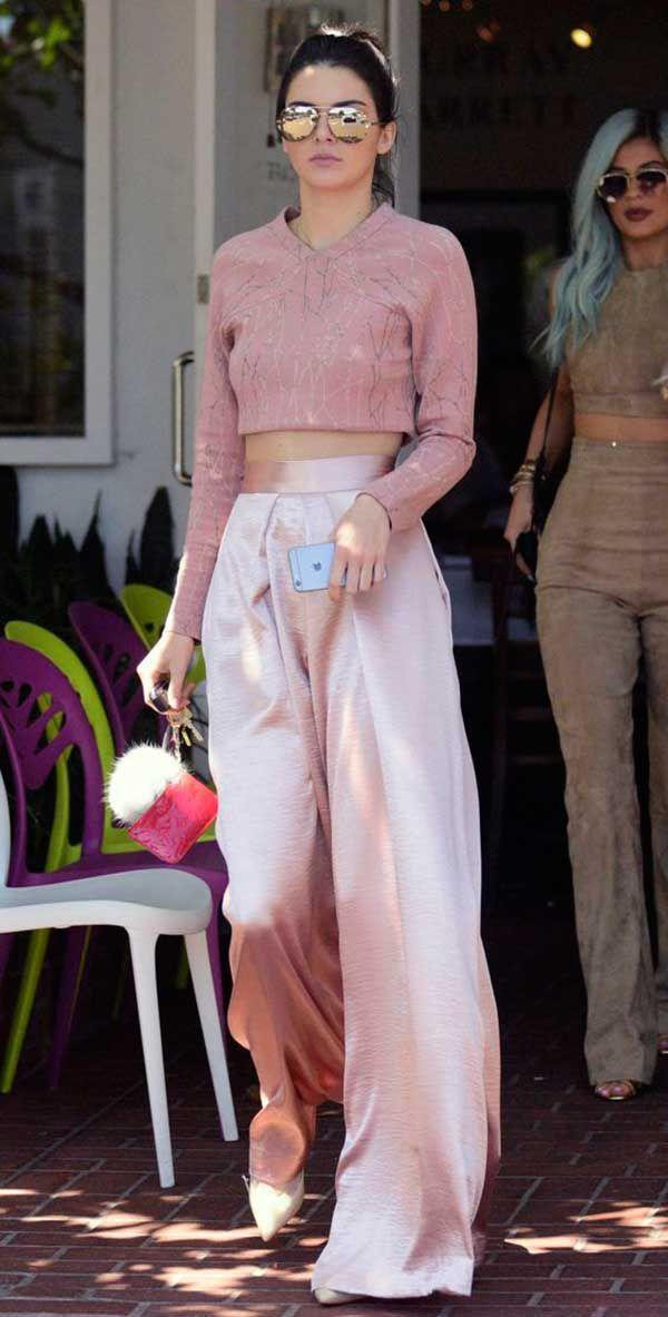 Kendal Jenner pantalona rosa
