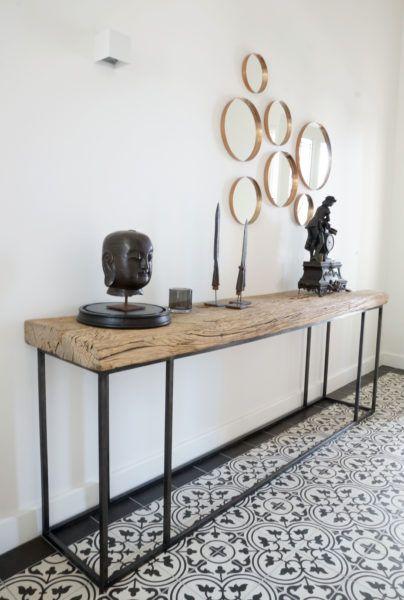 Interieurontwerp Etten-Leur rustieke tafel met messing spiegels en portugese tegel