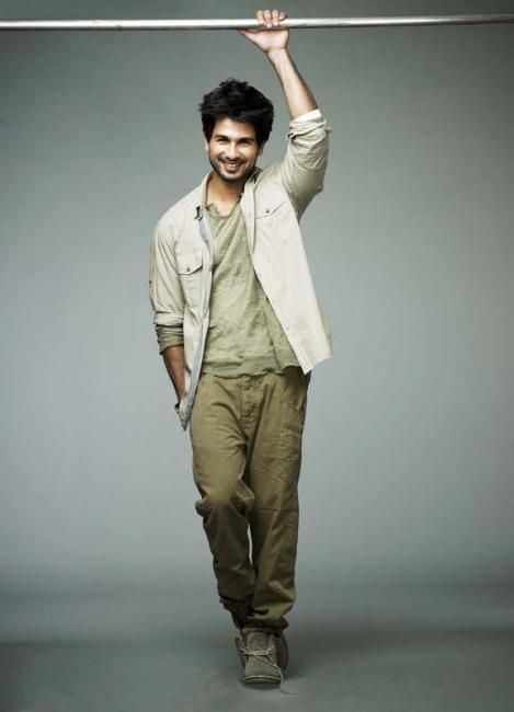 I'd smile for you any day, Shahid Kapoor.