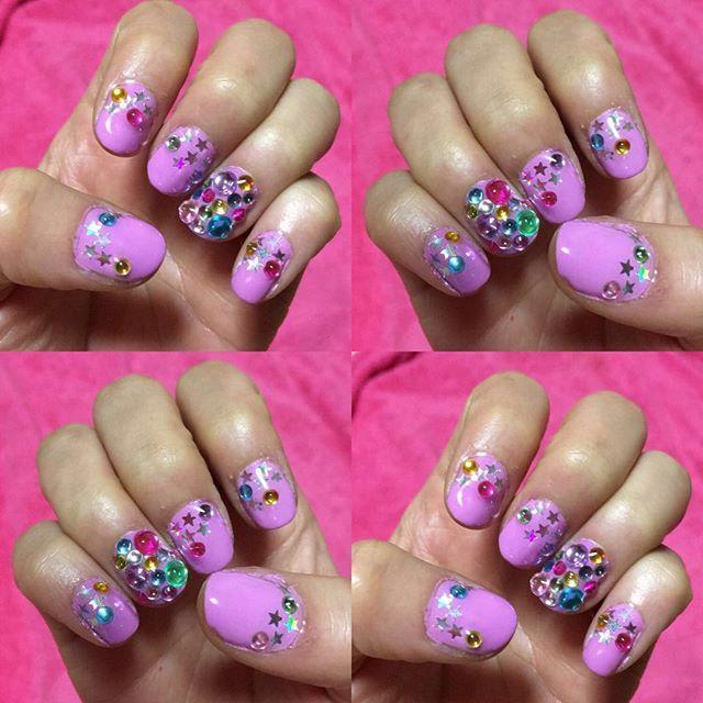 . . self nail💅🏽 . はい。可愛すぎる。 毎日爪見過ぎや。。 . . #selfnail #nail #bymyself #nails #naillove #pink #💗#purple #💜#blue #green #yellow #orange #white #colorful #🌈#decoration #star #⭐️#shinee #可愛すぎる #セルフネイル #ギャル #下手くそ #日々勉強 #shinebright #cute #lovely